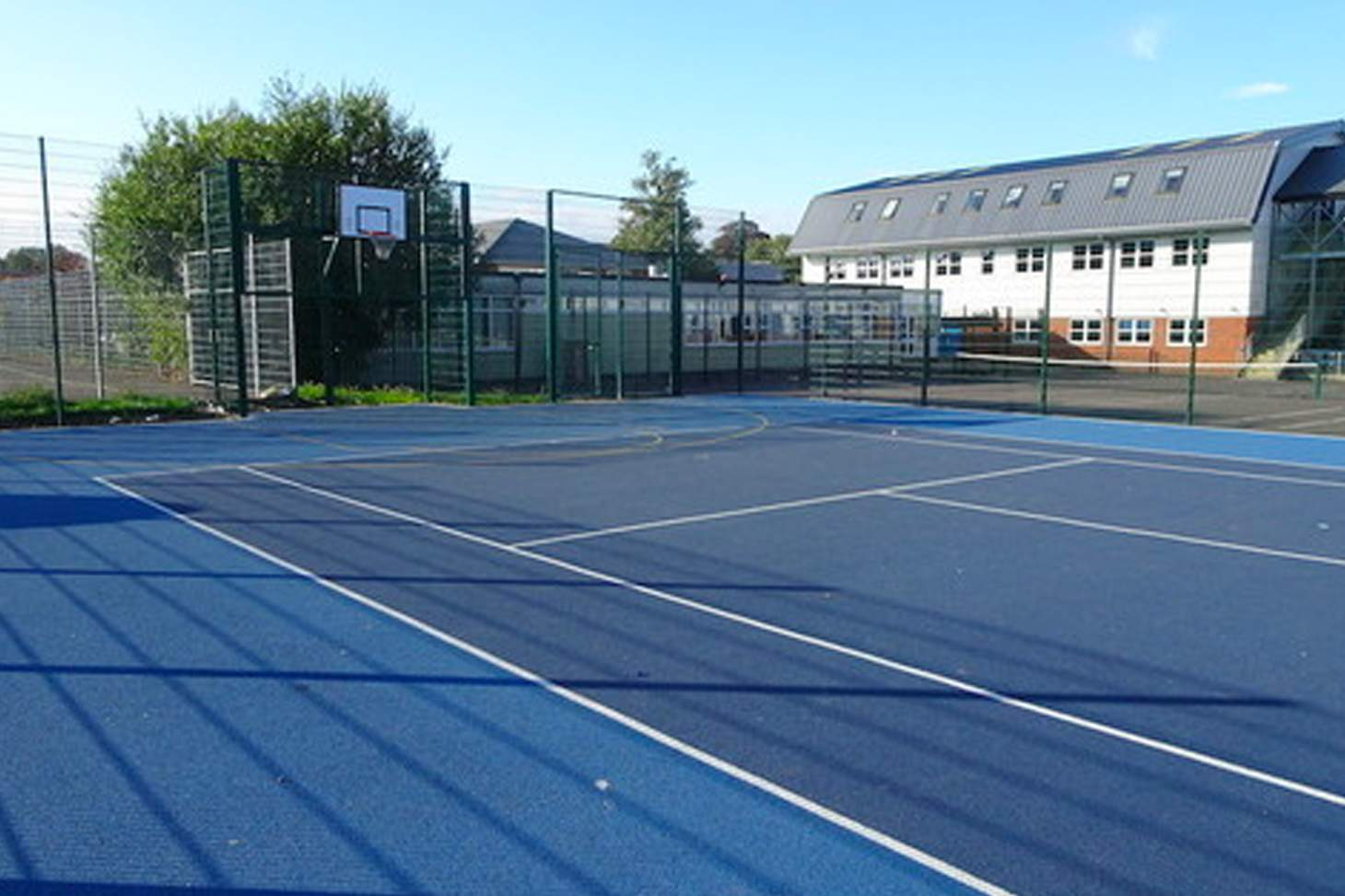 Wilmington Grammar School for Boys Court | Hard (macadam) basketball court