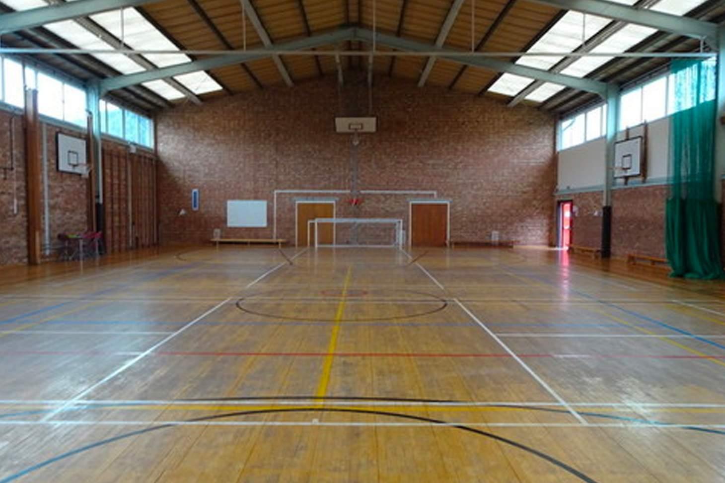 Trevelyan Middle School Court   Sports hall netball court