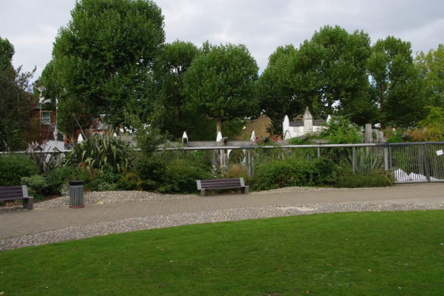 Emslie Horniman's Pleasance Outdoor | Hard (macadam) tennis court