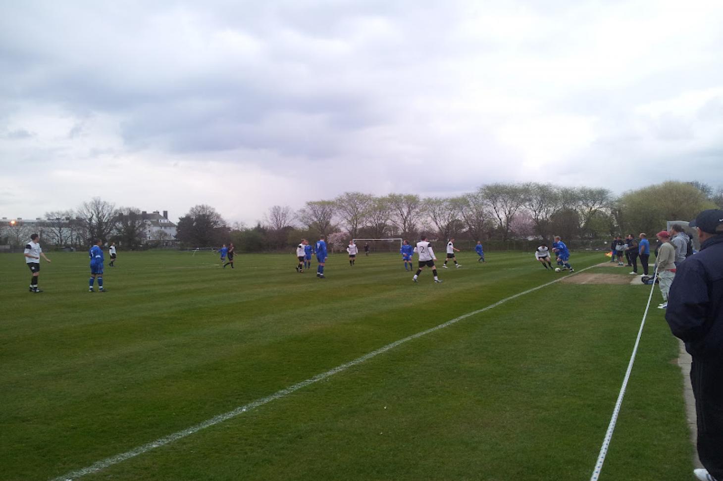 London Marathon Playing Fields - Redbridge 11 a side | Grass football pitch