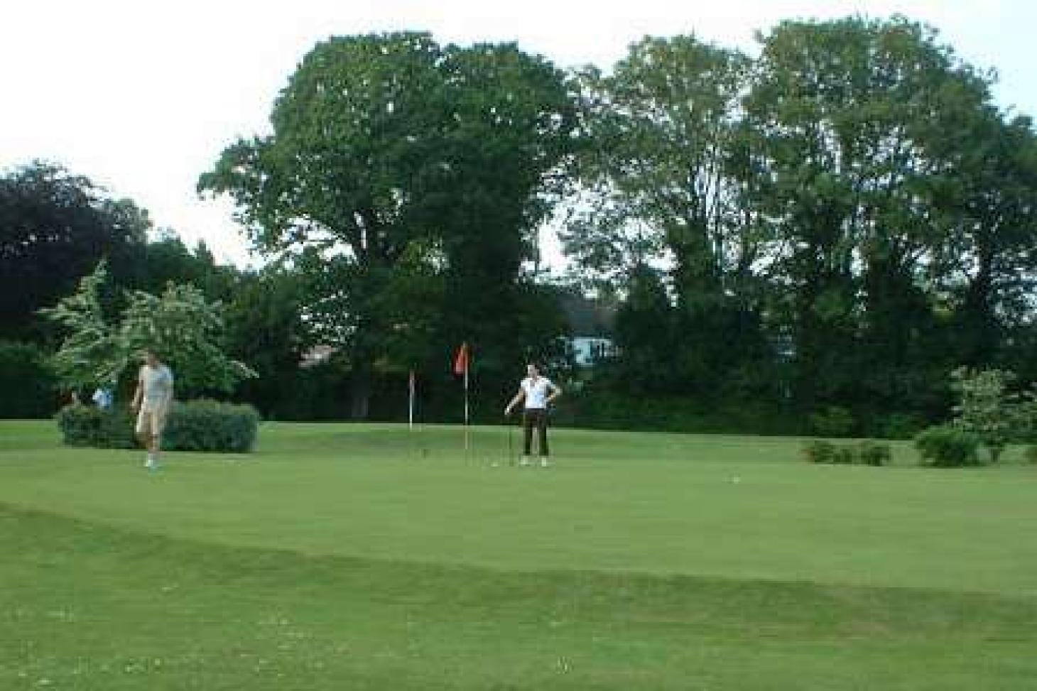 Palewell Common Pitch and Putt 9 hole golf course