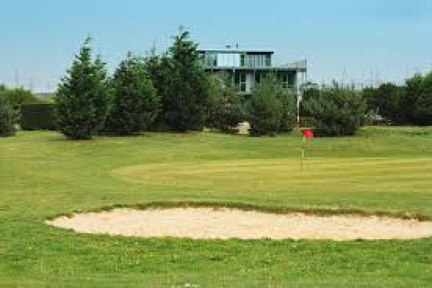 Thamesview Golf Centre 9 hole golf course