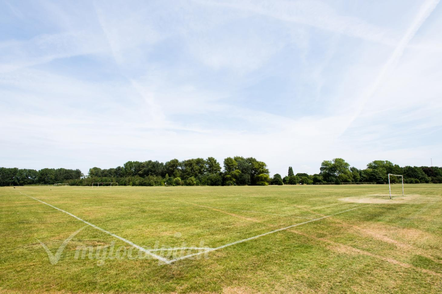 Hackney Marshes 11 a side | Grass football pitch