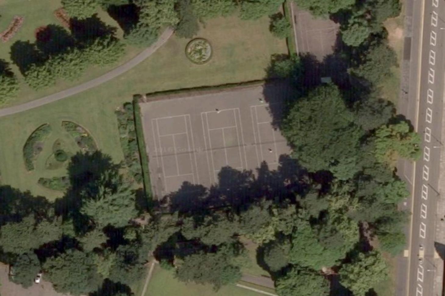 Wardown Park Outdoor | Hard (macadam) tennis court