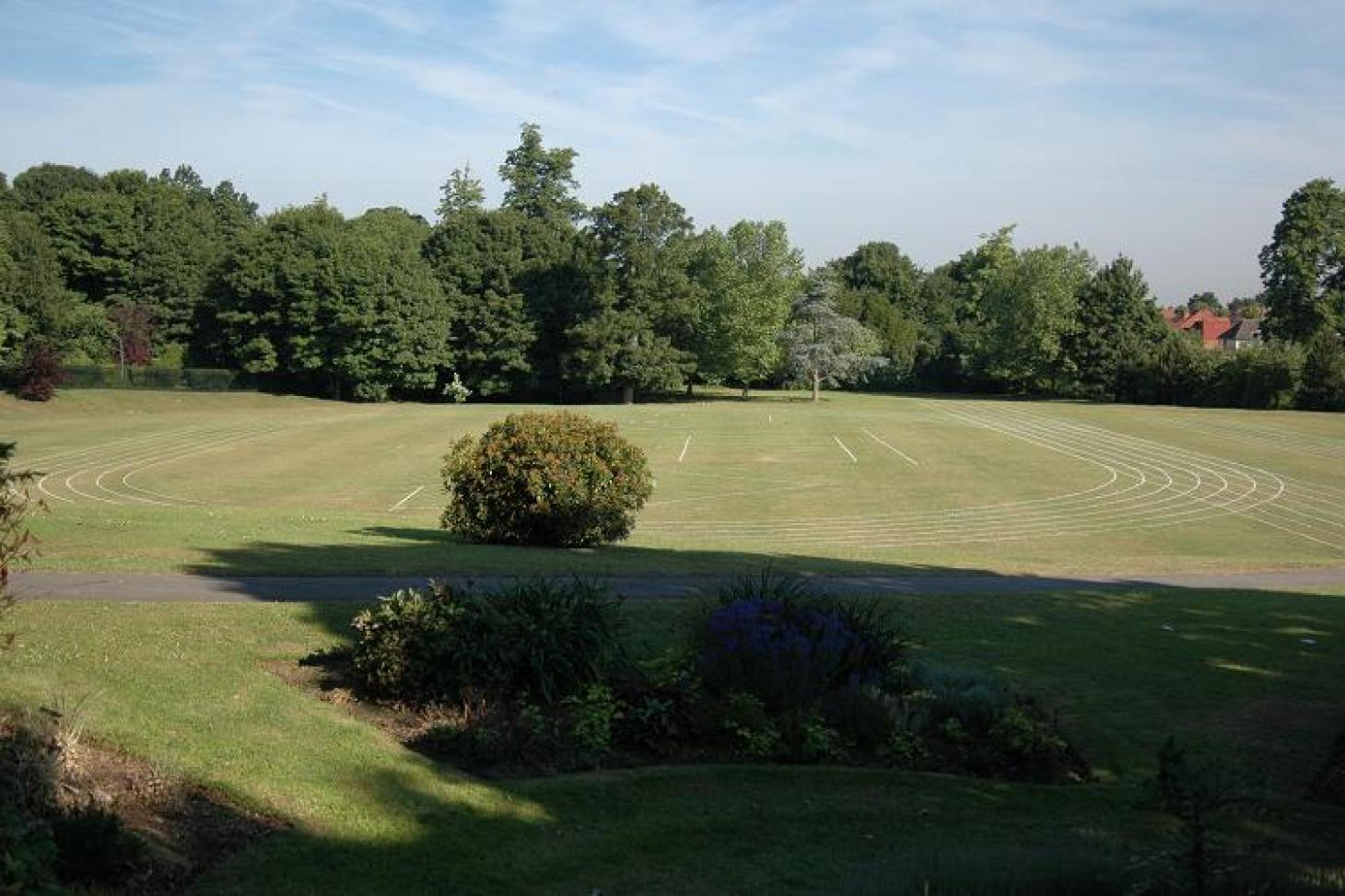 Croydon Sports Club Outdoor | Grass athletics track