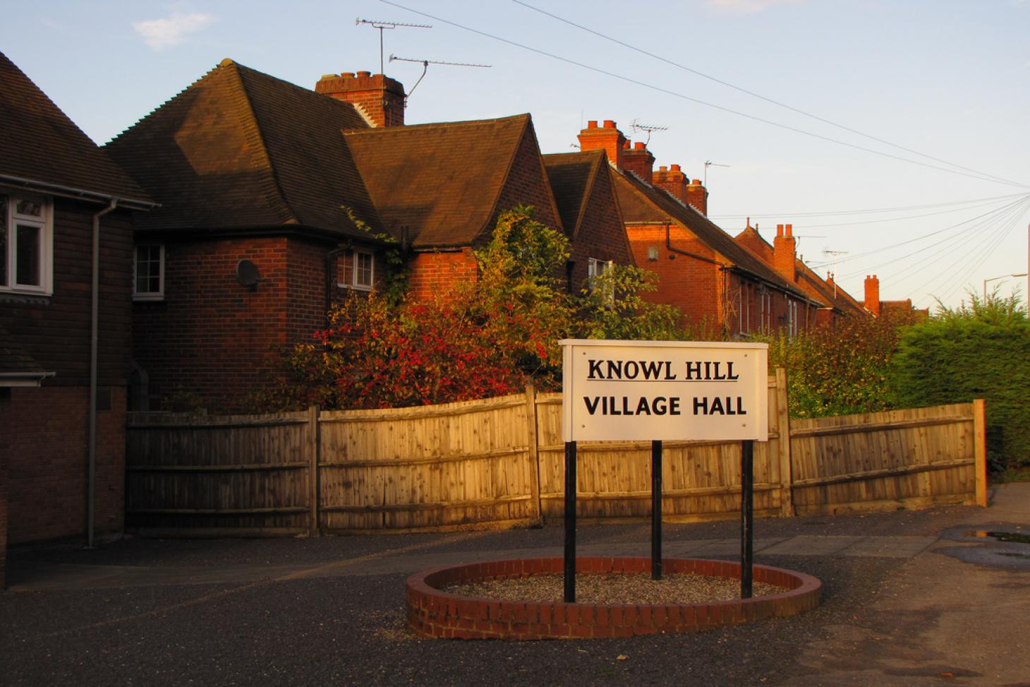 Knowl Hill Village Hall Indoor | Hard badminton court