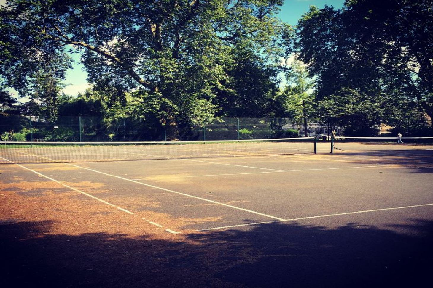 Vauxhall Park Outdoor | Concrete tennis court