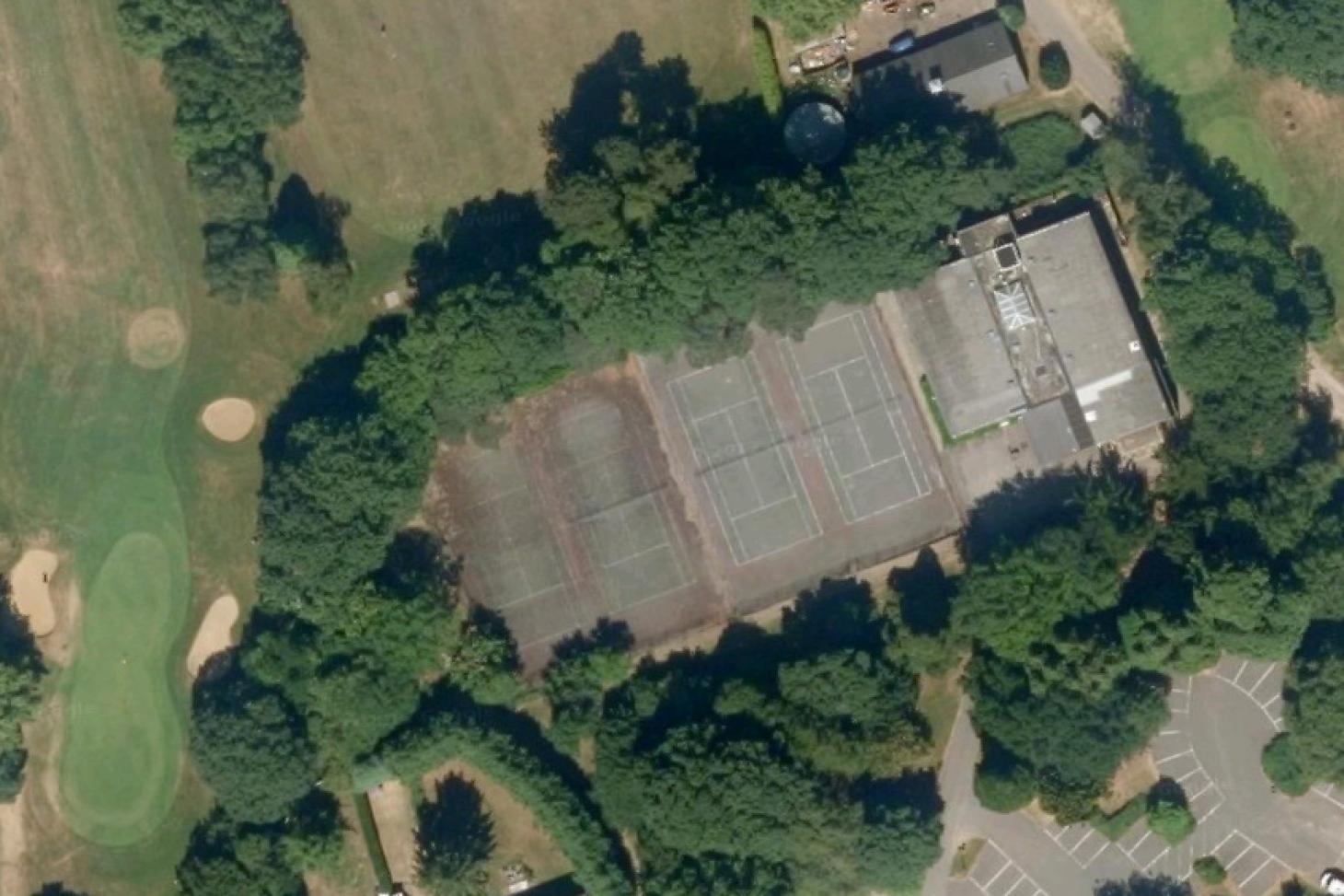 Coulsdon Manor Hotel & Golf Club Outdoor | Hard (macadam) tennis court