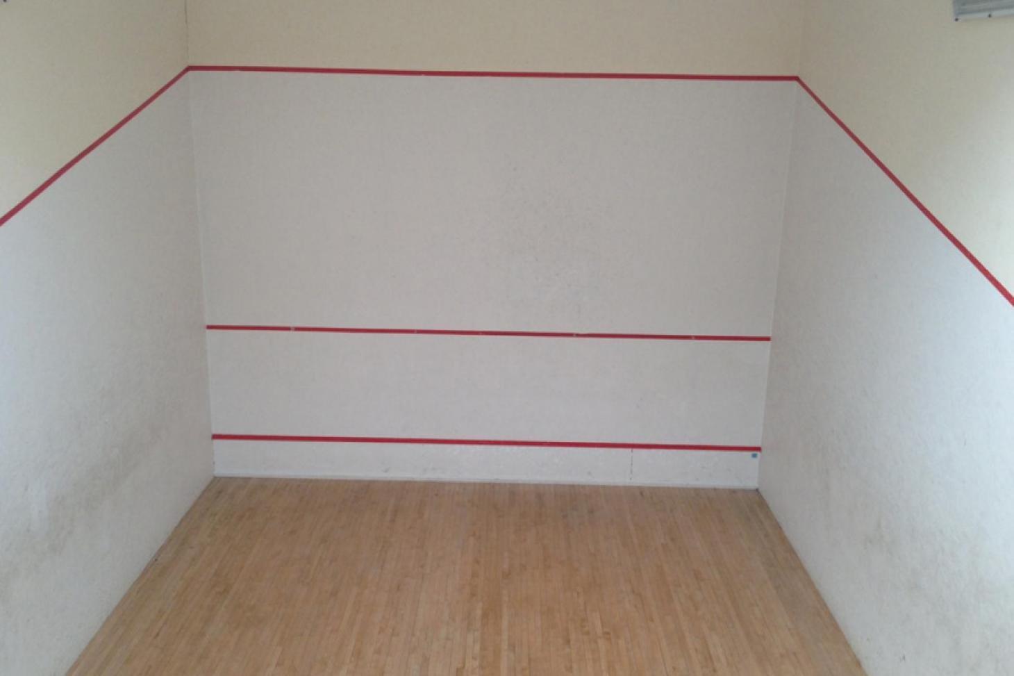 Robert Lowe Sports Centre Indoor   Hard squash court