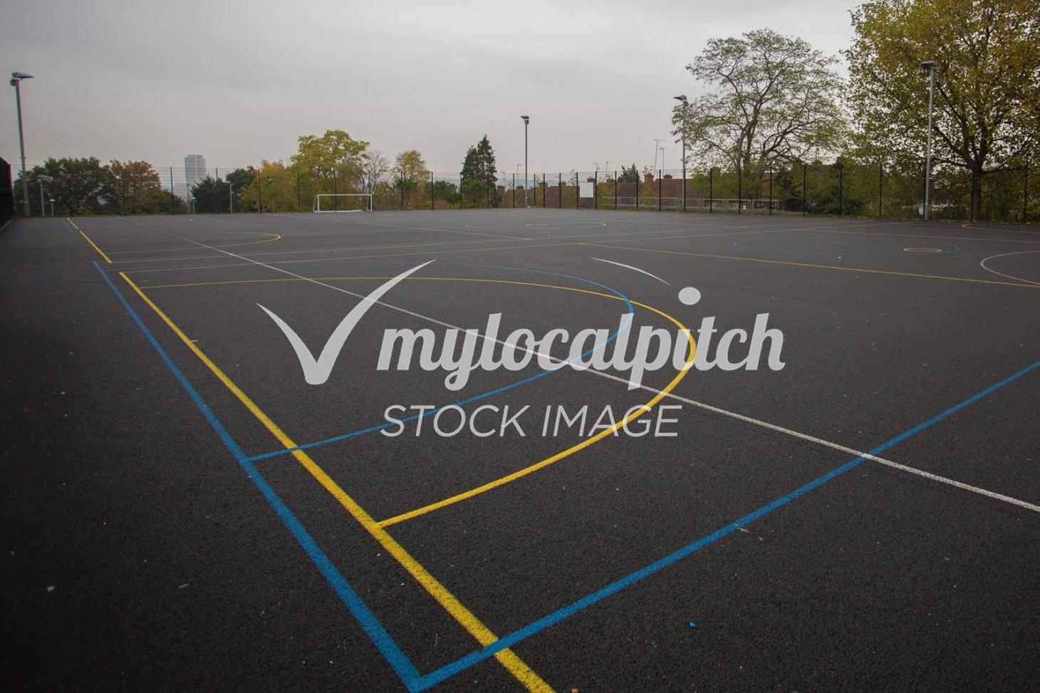 Gladstone Park Outdoor | Concrete netball court