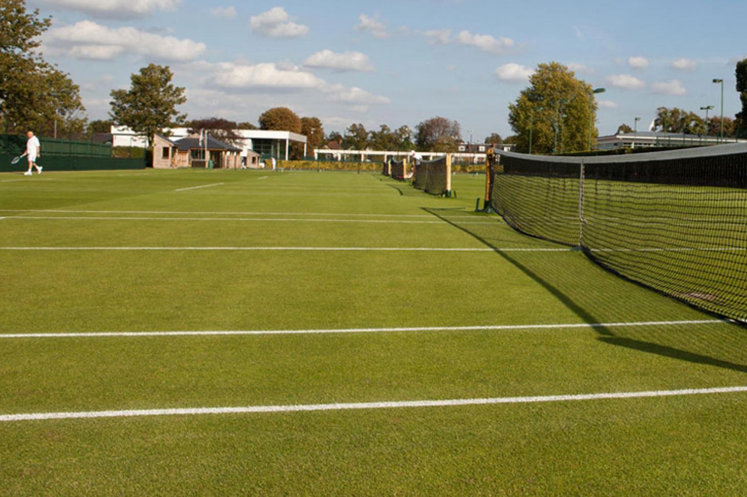 Roehampton Club Outdoor | Grass tennis court
