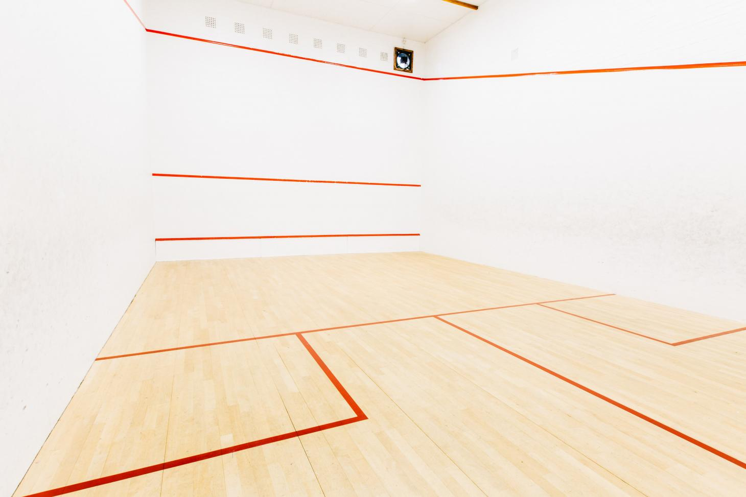 Swan Pool and Leisure Centre Indoor   Hard squash court