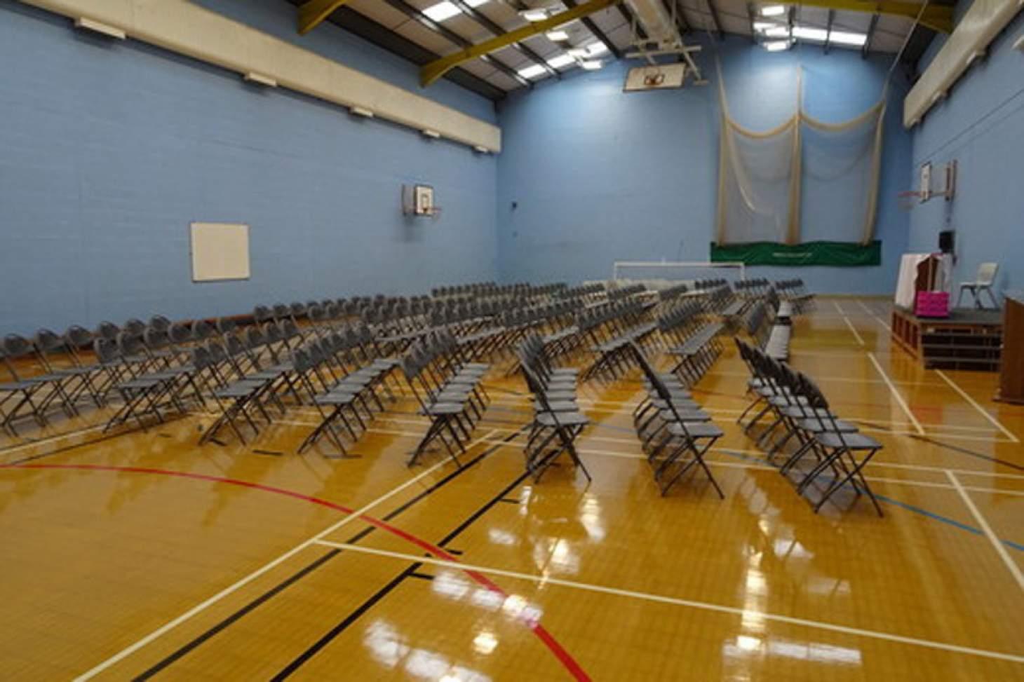 The Barlow RC High School Indoor | Hard badminton court